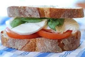 paradicsom_mozzarella_szendvics