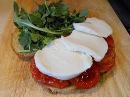 szendvics_paradicsom_mozzarella
